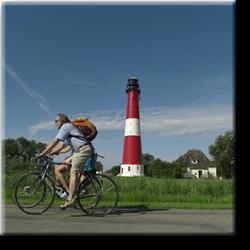 Radfahrer mit Leuchtturm